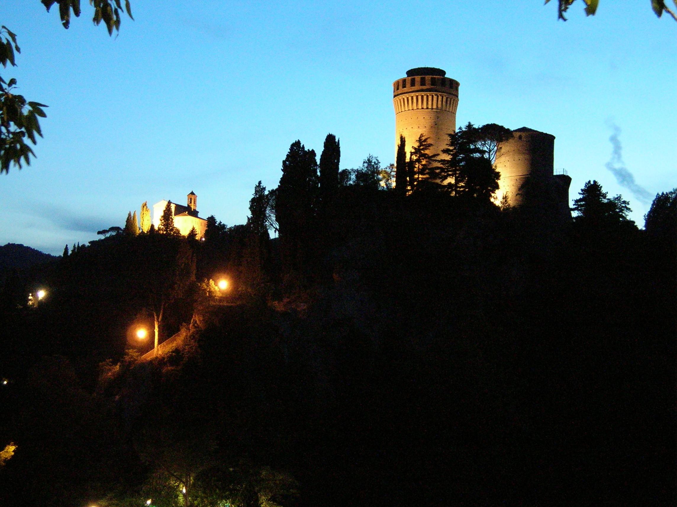 Brisighella-crepuscolo-Rocca-e-Monticino